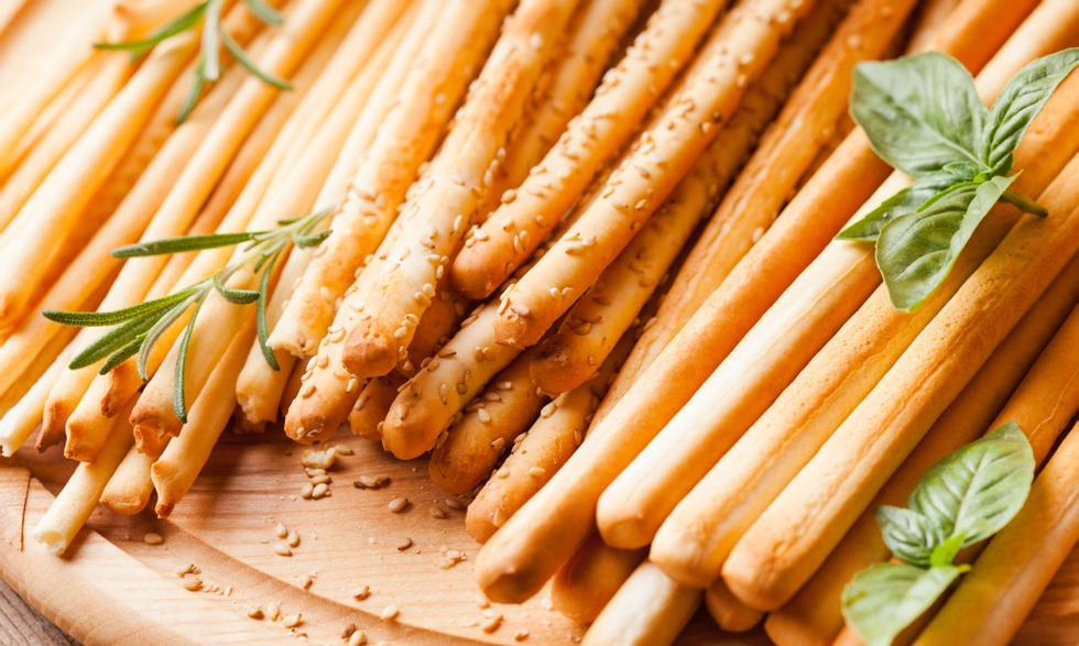 I grissini al pepe o i gritsini sono perfetti come snack o come guarnizione per la cena.  Al forno con olio d'oliva ed è una buona alternativa alle patatine fritte.  Foto: Colourbox.com
