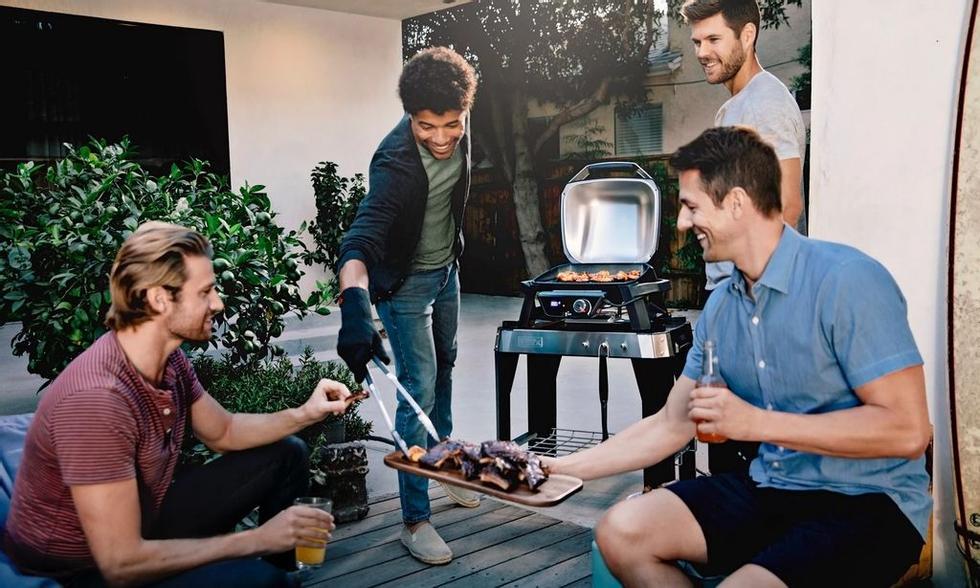 Se inviti regolarmente buoni amici a un barbecue, passare a una cucina all'aperto completa non è una cattiva idea se hai lo spazio.  Foto: Weber / NetOnnet
