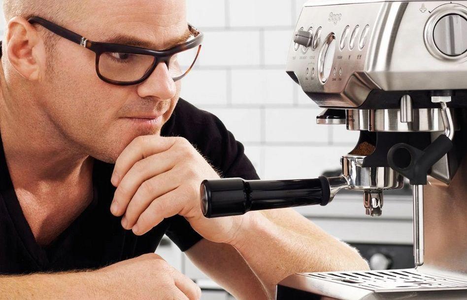 Come una delle migliori sul mercato nella sua fascia di prezzo, questa macchina per caffè espresso fornirà anni di deliziosa esperienza di caffè.  Clicca sull'immagine per ottenere l'oggetto.  Foto: panettiere e chef