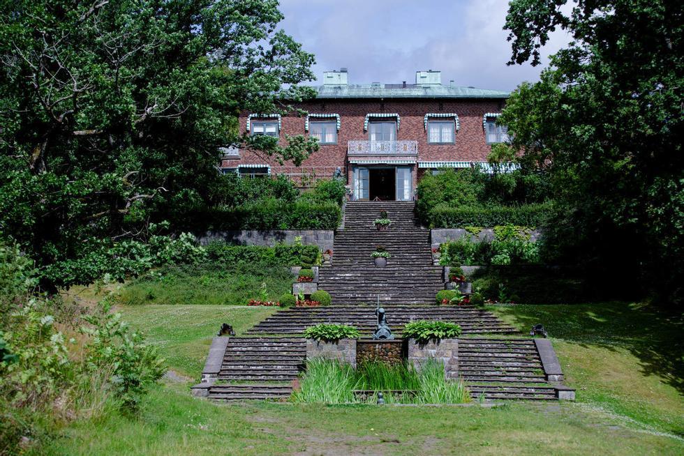 SOPRA, SOTTO: Quando Villa Midtås fu completata nel 1933, l'architetto Arnstein Arneberg aveva già progettato sia Skaugum che il municipio di Oslo.  Quest'anno, il palazzo è stato trasformato nella destinazione alberghiera più esclusiva della Norvegia.  Foto: Niklas Knudsen