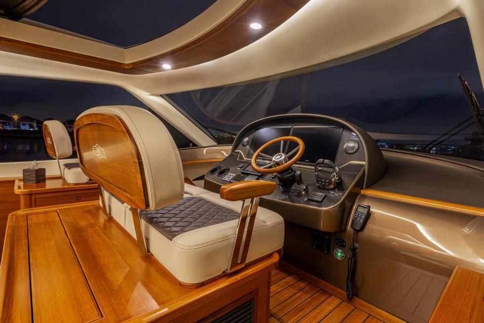 Dash Tables moderni: la visibilità è migliore con il parabrezza senza barre.  La sensazione di panchina è alta quando il conducente è seduto.  Foto: Palm Beach