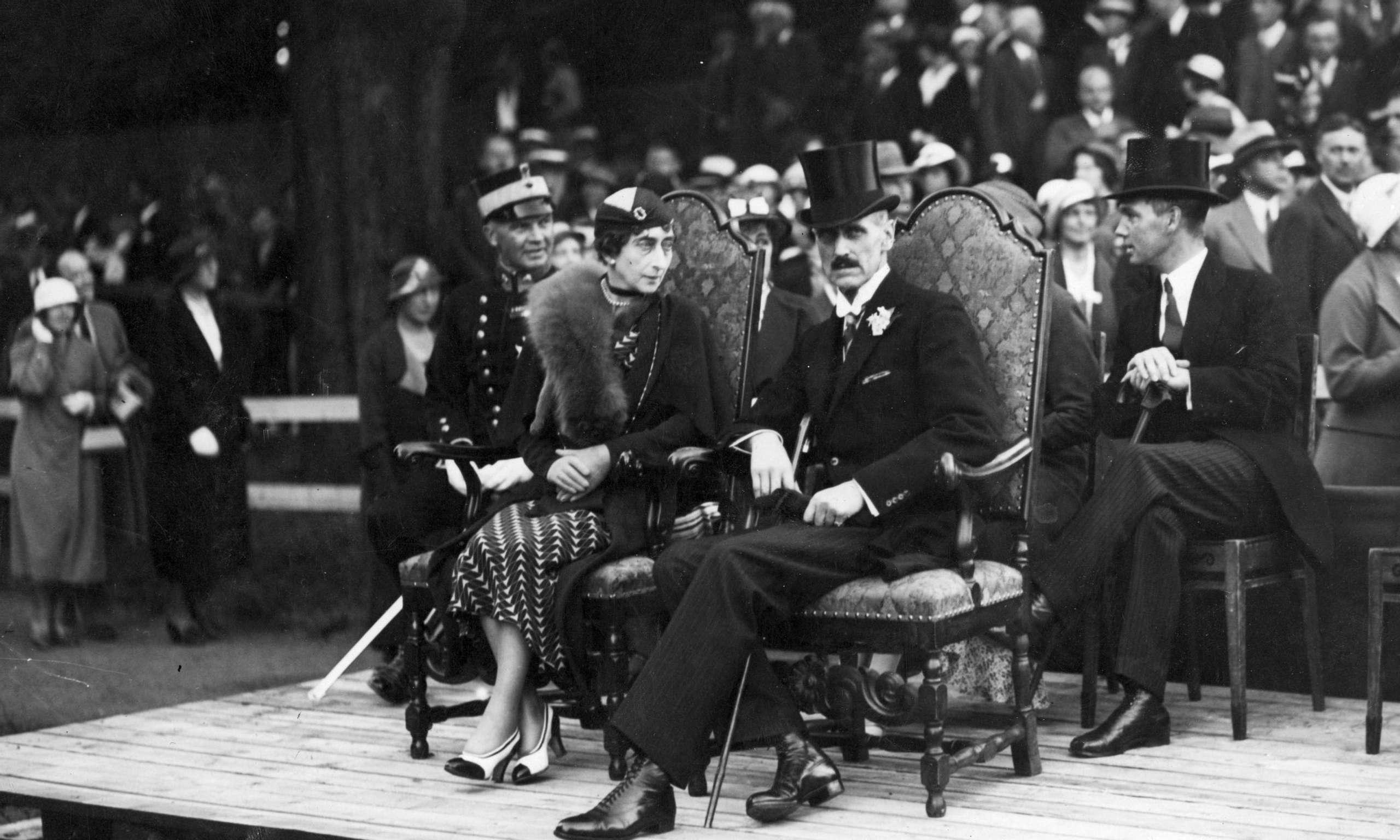 346f47a3 I 1933 er kong Haakon og dronning Maud tilskuere til de store festspill på  Akershus festning