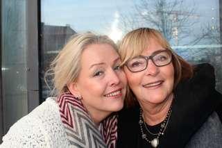 afbbc4bb SØSKENKJÆRLIGHET: Nora Pettersen (t.v.) og Inger Jenny Sørensen er søstre,  men fikk