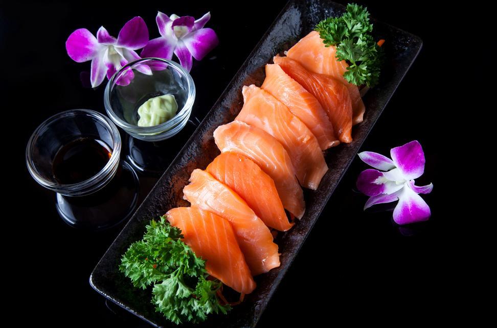 svart spise asiatisk fitte Hva gjør en kvinnelig sprut