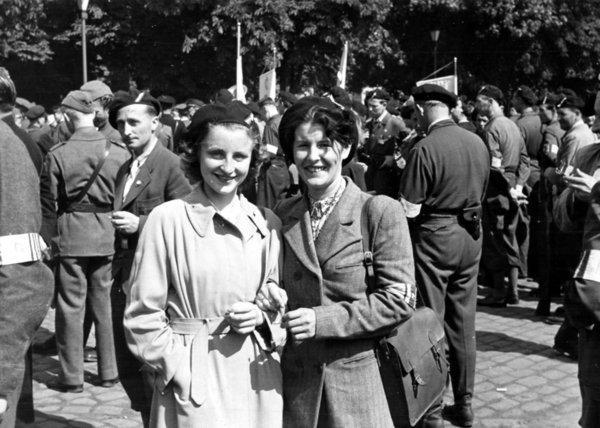 Ruth-Bentsen(Kockberg)-t.h.-etter-krigen,-mai-1945