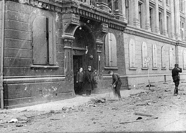 II (03) Bombingen av Victoria terrasse