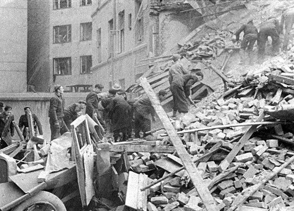 V (12) Bombingen av Victoria terrasse