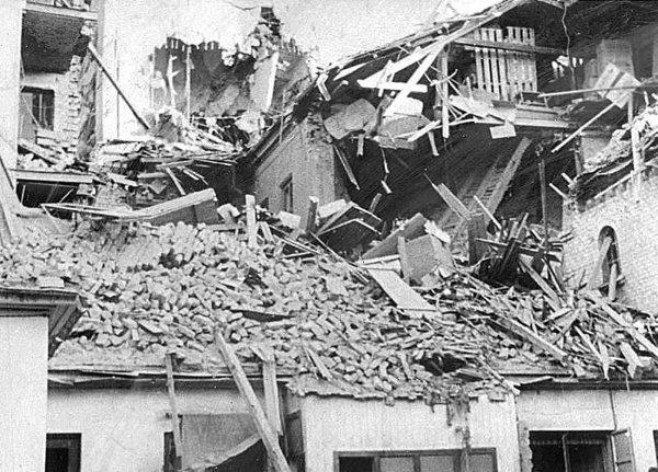 VI (17) Bombingen av Victoria terrasse