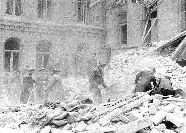 V (10) Bombingen av Victoria terrasse