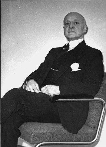 Oberst Frølich Hanssen.