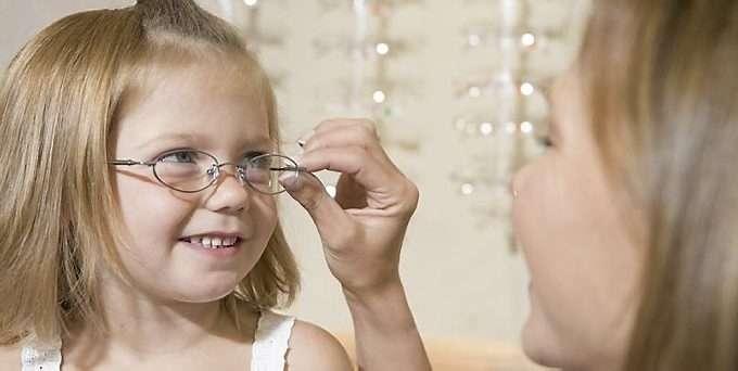 5685dea6852d Slik ser du om barnet trenger briller