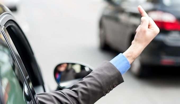 Image result for en som viser fingeren