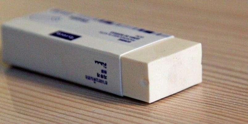 1f9a2887 FLEKKFJERNER: Viskelærets egenskaper gjør det anvendelig til å fjerne mer  enn bare blyantstreker. Foto