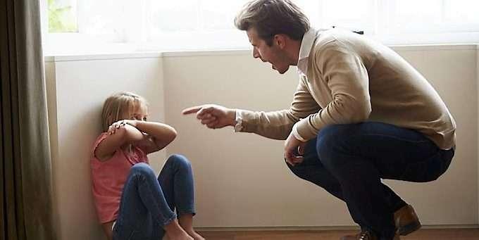 2a4ac5a6 ROPING: Banning, fornærmelser, og roping - kan være like skadelig for barn  som