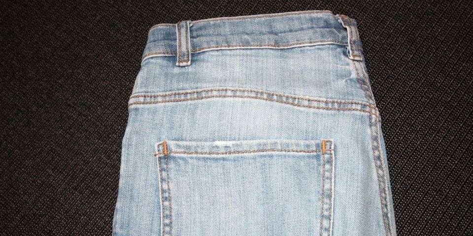 396fb65a DENNE MÅ DU VITE OM: Partiet bakpå jeansen, der den tydelige sømmen mellom  linning