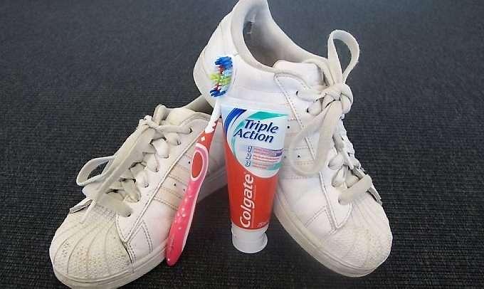 2d5ed819 Slik vasker du sko på riktig måte | ABC Nyheter