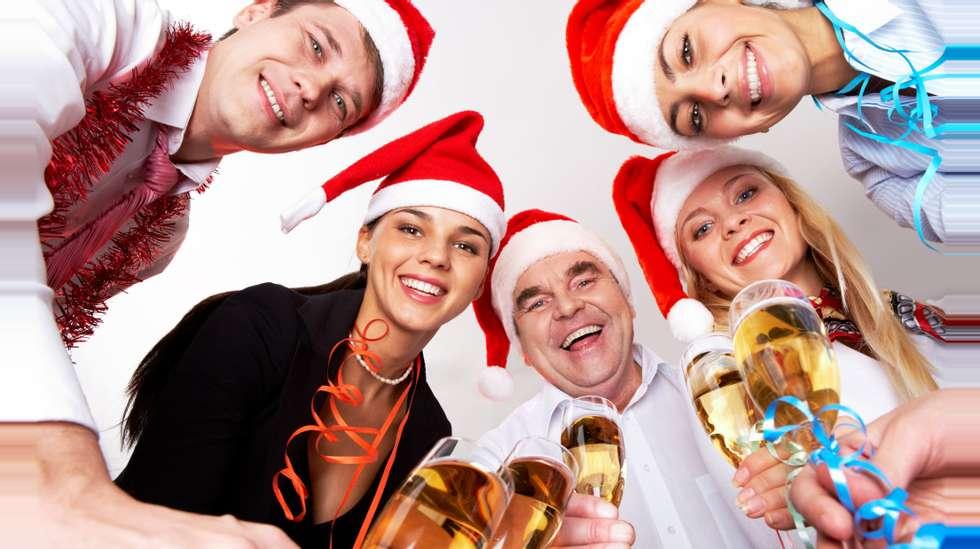 4e5e5e5b JULEBORD: Det regnes ikke som yrkesskade dersom du blir skadet under  julebordsfeiring med jobben.