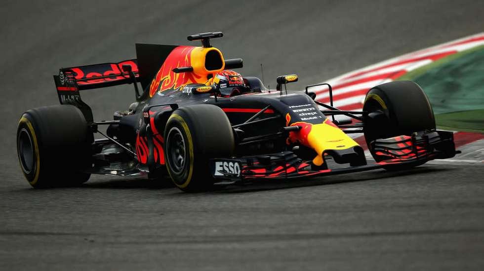 f6d9e6f3 Årets bil fra Red Bull, med langt bredere frontvinge og dekk enn tidligere,  samtidig