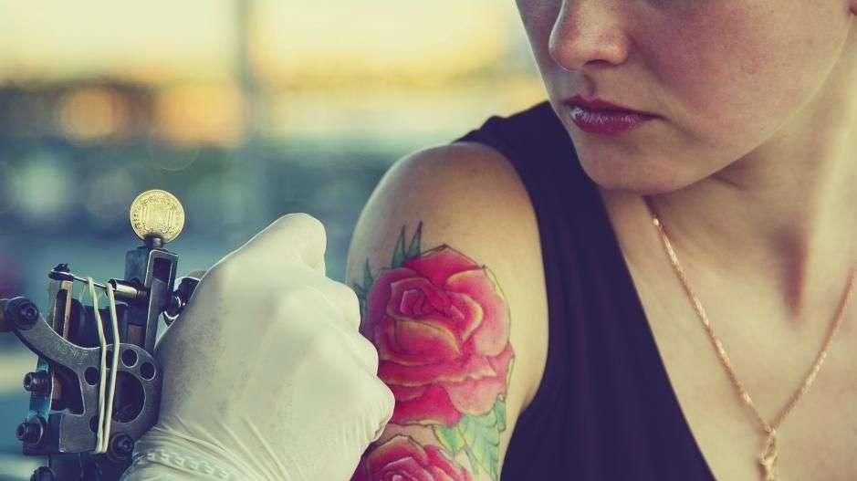 hvor gammel må man være for å ta tatovering