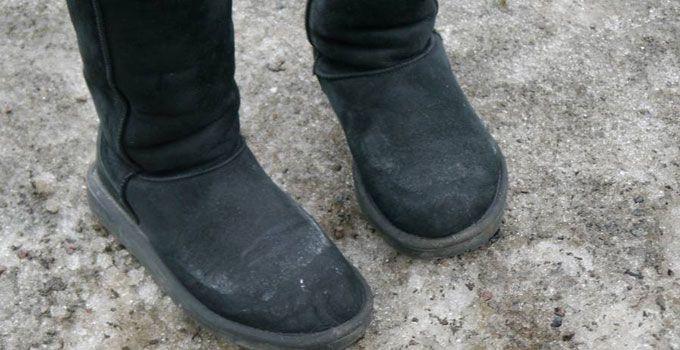 Slik fjerner du saltflekker fra skoene | ABC Nyheter