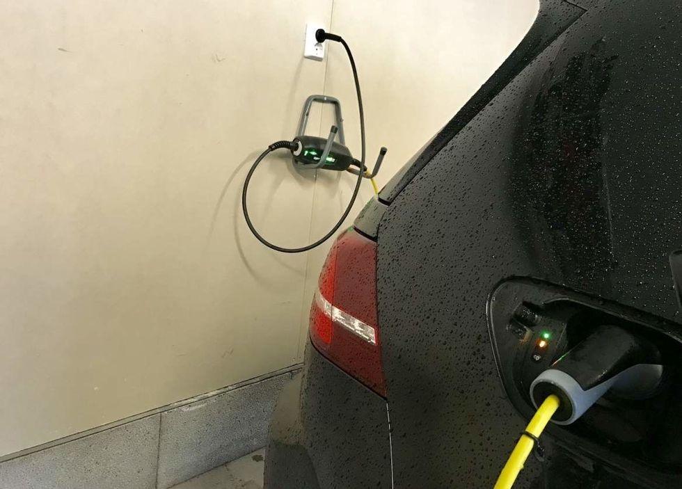 Lading av plug in hybrid: Her risikerer noen bot uten å