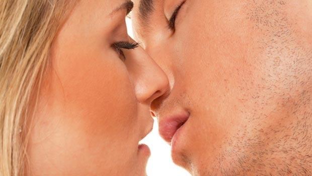 første kyss online dating Sør-Afrika bønder datingside