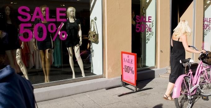 c2113a173 Billige klær ga prisfall | ABC Nyheter